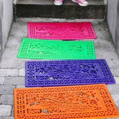 Welcome guests with a pop of color: spray paint a simple rubber mat. Welcome guests with a pop of color: spray paint a simple rubber mat. Diy Projects To Try, Home Projects, Craft Projects, Spray Paint Projects, Craft Ideas, Home Crafts, Diy Home Decor, Diy And Crafts, Neon Crafts