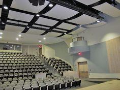 Tanto si son fabricados con tejidos como con una superficie más rígida, los paneles acústicos son un recurso habilitado para mejorar la #acústica de cualquier sala de teatro o auditorio. www.telonesmadisson.net