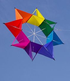 Very attractive progression of color around the rim of this eye-catching cellular kite. Or, you could call it a Star Box kite.