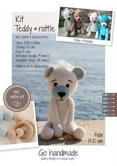 Felix - hvit og lyseblå teddy med rangle | Garnkurven Cotton String, Wooden Rings, Wooden Beads, Teddy Bear, Toys, Unique, Pattern, Handmade, Animals