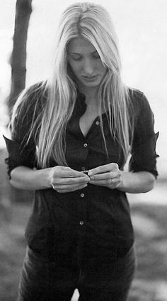 Carolyn Bessette Kennedy by Annie Leibovitz always a classic lady with clean…