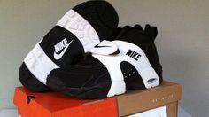 Nike Air Veers, if you came up in the this one was FIRE! Tenis Nike Casual, Tenis Nike Air Max, Nike Air Shoes, Nike Shoes Outlet, 90s Basketball Shoes, Sneakers Fashion, Shoes Sneakers, Nike Retro, Fresh Shoes