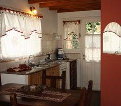BI68779 - San Martín de los Andes - Pcia. Neuquén. Tipo: Complejo de Cabañas 2* Complejo de 8 cabañas. Cat.: 2* - Estado: Muy bueno. Sup. cub.: 380 Mts2 - Terreno: 625 Mts2. 2 cabañas de 50 mts2 de 2 plantas con un living comedor (con 2s sillones cama) y en la planta alta 1 dormitorio matrimonial con 1 cama mas adicional (4 a 5 pax.) 1 cabaña de 70 mts2, con living comedor grande y cocina, 1 baño completo en la PB y en la PA 2 dormitorios y otro baño completo con ducha escocesa (6 a 7 pax.)