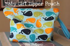 easy looking zipper-close bag, great for a small diaper bag, or a bit of toddler stuff, or a gift bag of pampering items for a friend.