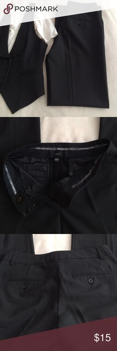"""Express Editor pants Perfect pants for bartenders or servers. These pants still have a lot of life in them. Double front and back pockets, zip fly two hook clasp closure interior button closure 1.5"""" belt loop, 31.5"""" inseam 63% poly 33% rayon 4% spandex FLAWS: some pilling see last pic price is negotiable Express Pants Boot Cut & Flare"""