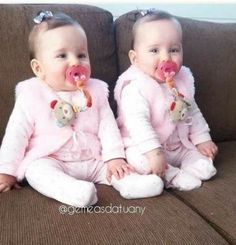 67 Ideas Baby Twins Outfits Products For 2019 Cute Baby Twins, Twin Baby Girls, Cute Little Baby, Twin Babies, Little Babies, Baby Love, Twin Baby Photos, Cute Baby Girl Pictures, Mode Instagram