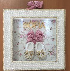 Quadro porta maternidade personalizado com o nome, luz de led, sapatinhos aplicaçao de pérolas e strass fechado com acrílico, uma verdadeira joia, realmente você vai impressionar com esse quadro na porta da sua maternidade!