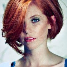 Medium Concave Bob | short copper red bob, love her makeup