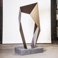 The series of faceted sculptures was developed not only as an entire body of work but as individual works that can be customised Geometric Sculpture, Abstract Sculpture, Sculpture Art, Chinese Artwork, Trophy Design, Steel Sculpture, Public Art, Installation Art, Metal Art