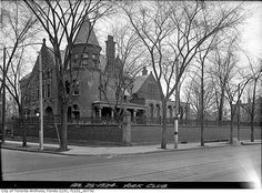 What St. George Street used to look like in Toronto Toronto City, Historic Architecture, Canadian History, Evening Sandals, Largest Countries, American Country, Pacific Ocean, Landscape Photos, Historical Photos
