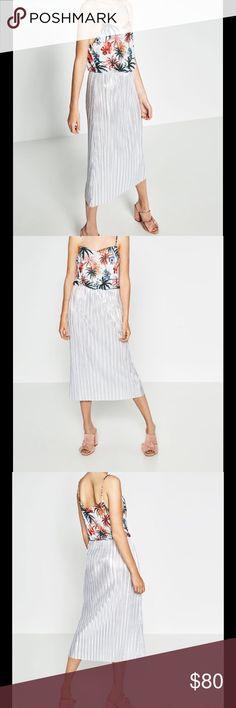 Zara dress last week to purchase Contrast print dress. Elastic waistband. Metallic pleated bottom. Zara Dresses Midi