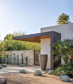Cool 85 Beautiful Modern Front Yard Landscaping Ideas https://decorapartment.com/85-beautiful-modern-front-yard-landscaping-ideas/ #modernyardfront