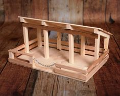 Wooden toy stall - pferdestall - This unique stable is handmade from pine and cedar. It measures 16 X 10 and by 7 high. Popsicle Stick Crafts, Craft Stick Crafts, Wood Crafts, Selling Handmade Items, Handmade Toys, Wooden Toy Barn, Wooden Diy, Toy Horse Stable, Crea Fimo