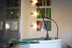In unserem Angebot finden Sie #Rednerpulte mit hochwertigem Mikrofon. Für Politik, Lektoren und Redner! http://awartgroup.com/de/empora.html
