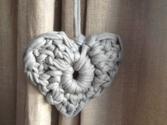 huge crochet heart made from recycled tshirt yarn Crochet T Shirts, Diy Crochet And Knitting, Crochet Home, Crochet Motif, Crochet Gifts, Knitting Yarn, Crochet Flowers, Free Crochet, Crochet Patterns