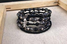 Black & White Paper bead memory wire bracelet w/ Onyx by stillrain