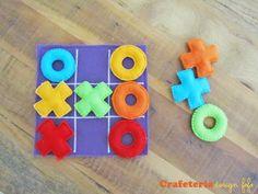 Inspirado na metodologia Waldorf o jogo da velha em feltros coloridos é um lindo passa tempo! R$ 25,00