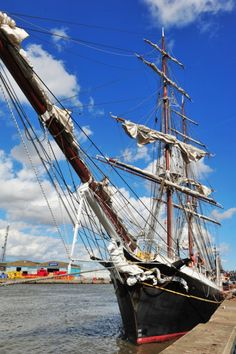 Great Yarmouth's Maritime festival on South Quay - Dutch tall ship the Morgenster