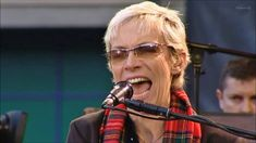 Annie Lennox - Sisters Are Doin' It For Themselves (HQ)