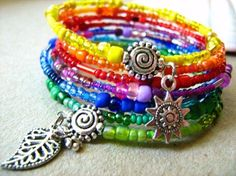 Could hopefully figure out how to do this. Seed Bead Necklace, Seed Bead Jewelry, Cute Jewelry, Jewelry Crafts, Beaded Jewelry, Beaded Bracelets, Handmade Bracelets, Handmade Jewelry, Memory Wire Jewelry