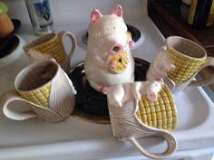 Vintage PIG CREAMER AND 4 CUPS PIG /CORN