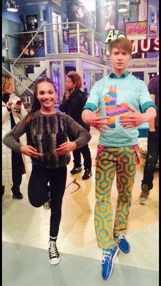 """Maddie Ziegler behind the scenes of """"Austin & Ally"""" Dance Moms Memes, Dance Moms Funny, Dance Moms Girls, Maddie Ziegler, Mackenzie Ziegler, Young Celebrities, Celebs, Dance Mums, Maddie And Mackenzie"""