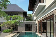 Modern Tropical House, BHA Architect Modern Tropical House, Tropical Houses, Modern House Design, Facade Design, Patio Design, Exterior Design, Tropical Architecture, Modern Architecture, Singapore House
