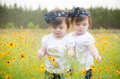 20 month old twin photography ideas. Almost 2 year old twins. Best friends shirts for sisters or twins. Toddler Poses, Baby Poses, Toddler Twins, Twin Girls, Twin Babies, Baby Twins, Triplets, Toddler Pictures, Baby Pictures