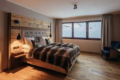 Luxusapartments am Arlberg: PURE Resort Warth/Arlberg Design Hotel, Ski Austria, Bad Gastein, Infinity Pool, Hotels, Skiing, Restaurant, Bed, Furniture