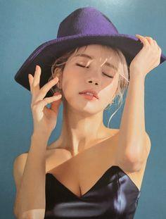 mamamoo solar kim yongsun spit it out Solar Mamamoo, South Korean Girls, Korean Girl Groups, K Pop, Jennie Lisa, Photo Dump, K Idols, Girl Crushes, Kpop Girls
