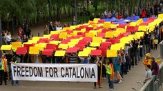 Estelada London - Freedom for Catalonia - ANC-England London, 12/06/2014. London has been the first city to host a huge human Catalan flag outside Catalonia. More than 200 people gathered at the Millenium Bridge on May 31 to show that #CatalansVoteFreedom