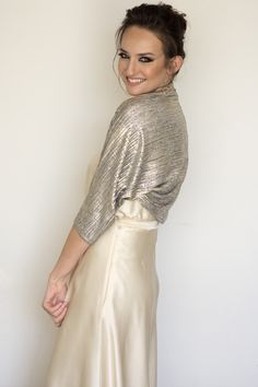 Gold bolero for a special look. See it on: www.etsy.com/il-en/listing/517944125/wedding-shrug-gold-wedding-bolero