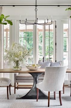 Is there any better spot to recharge from all of the holiday festivities?! 🌿  #remainslighting #veroniquechandelier #tdaprojects #breakfastroom #casualelegance #luxeinteriors #interiordesign #thedesignatelier @thedesignatelier