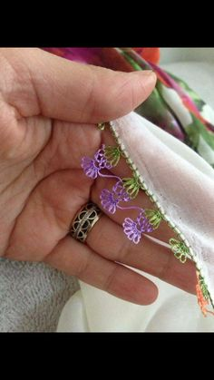 This Pin was discovered by Zey Drawn Thread, Thread Work, Needle Lace, Needle And Thread, Crochet Trim, Filet Crochet, Crochet Unique, Celtic Shamrock, Lace Making