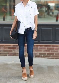cool 42 Elegant Summer Style Ideas You Will Like  https://fashioomo.com/2018/05/05/42-elegant-summer-style-ideas-you-will-like/