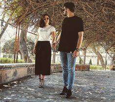 BÁSICAS PIOCCA camiseta mujer blanca letras PIOCCA bordadas en negro y camiseta de hombre black & black #piocca #camiseta #basicas #moda #menosesmas #shooting #reportaje #tshirt #blanco #negro #instagram #almeria #moda #marca #hombre #mujer