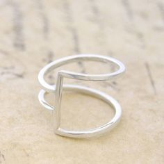 Sterling Silver Ring - Ring for Women - 925 Silver Ring - Modern Ring - Wire Ring - Simple Ring, Thin Ring, Minimalist Ring, Geometric Ring - Sterling silver ring – ring for women – 925 silver ring – modern ring – wire ring – simpl - Bijoux Design, Schmuck Design, Jewelry Design, Wire Rings, Wire Jewelry, Jewelry Rings, Yoga Jewelry, Jewelry Stand, Jewelry Armoire