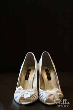 Sweet little bows on the wedding shoes