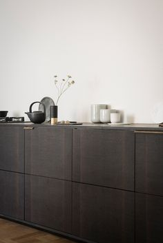 At Minimalissimo, I come across a lot of great kitchen designs. It is my favourite part of a home, and I love exploring these gorgeous spaces. For de...
