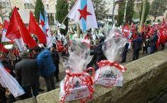 Protestas de funcionarios ante la sede de la Xunta por los recortes.