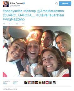 #Selfie équipe de #France de #FedCup #Alize #Cornet #Caroline #Garcia #Virginie #Razzano #Claire #Feuerstein #Amélie #Mauresmo après sa victoire 3 - 2 aux Etats-Unis, elle retrouve l'élite mondiale du #tennis.