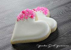 White heart with hot pink sprinkles. Sprinkles from White heart sprinkled with pink. Sprinkles of Link Valentine's Day Sugar Cookies, Fancy Cookies, Cut Out Cookies, Iced Cookies, Cute Cookies, Yummy Cookies, Heart Cookies, Pink Cookies, Flower Cookies