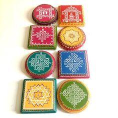 Rangoli Kolam Designs, Kolam Rangoli, Diwali Decorations, Flower Decorations, Diwali Lamps, Merry Christmas Images, Pooja Room Design, Rangoli With Dots, Tanjore Painting