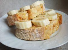 Quando a banana e a manteiga de amendoim se juntam num pão: yummy  - When peanut butter meets banana on a bread: yummy   #peanutbutter #banana #bread #manteigadeamendoim #veganfood #vegetarian #vegano #vegetariano