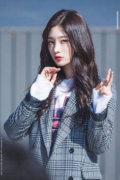 dedicated to female kpop idols. Beauty Full Girl, Beauty Women, South Korean Girls, Korean Girl Groups, Jung Chaeyeon, Kim Chungha, Jeon Somi, Fandom, Asian Hair