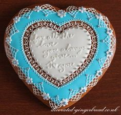 Our glamorously decorated hearts with personalised messages and original edible gingerbread gift boxes are great presents for your family, friends and for any occasion. Valentine Cookies, Valentines Day, Gingerbread Decorations, Iced Cookies, Love Design, Heart Art, Royal Icing, Clay Crafts, Cookie Decorating