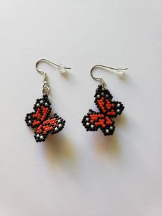 Handmade orange monarch butterfly dangle earrings that will come with clear plastic backs. Great for nature lovers Beaded Flowers Patterns, Beaded Earrings Patterns, Seed Bead Patterns, Beading Patterns, Seed Bead Jewelry, Bead Jewellery, Wire Jewelry, Beaded Crafts, Jewelry Crafts