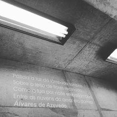 De frente com Alvares de Azevedo, Cláudio Manoel da Costa, Tomás Antônio Gonzaga, Gonçalves Dias, Casimiro de Abreu, ... #espacospublicos #bibliotecasp #poesia #experienciaestetica #arte #arquitetura