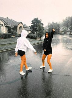 ✰ dancing in the rain - Sport interests Bff Pics, Photos Bff, Cute Friend Pictures, Friend Photos, Cute Bestfriend Pictures, Best Friend Fotos, Foto Best Friend, Best Friend Pics, Best Friends Shoot