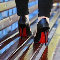 Siyah Klasik Topuklu Ayakkabı - Ayakkabı Çanta Dükkanı Louboutin Pumps, Christian Louboutin, Heels, Fashion, Heel, Moda, Fashion Styles, High Heel, Fashion Illustrations